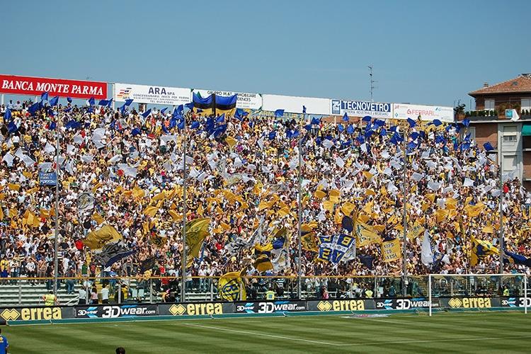 La scommessa di Parma: in Serie A in tre anni. Chiudendo un occhio sul professionismo