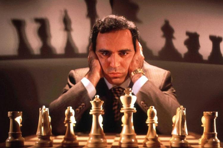 """Garri Kasparov: l'uomo contro la macchina quando l'uomo non era ancora una """"macchina"""""""