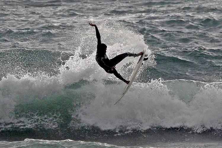 Victor de Nobrega, il campione italiano di surf e le sue tavole homemade