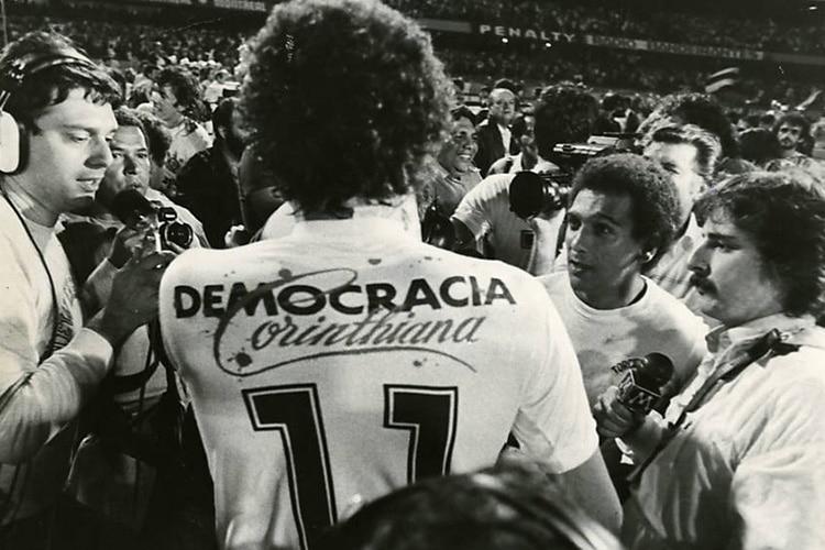 """Socrates, il """"Dottore"""" e la Democracia Corinthiana"""