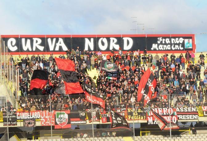 Lega Pro: i tifosi del Foggia aggrediscono la squadra