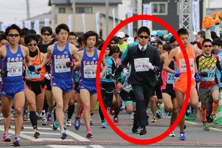 Yuki Kawauchi, il maratoneta in giacca e cravatta che può salvare i giovani giapponesi