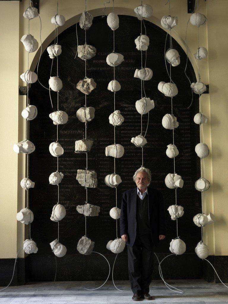Gianni Kunellis e una sua installazione
