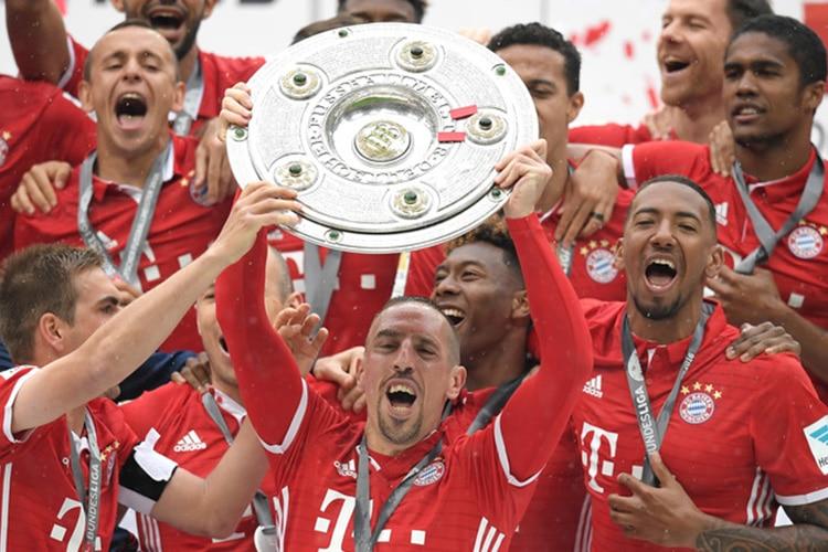 Dittatura in campo, boom fuori: i diritti televisivi della Bundesliga prendono il volo