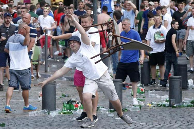 MARSIGLIA, LILLE E NIZZA: E' L'EUROPEO DEGLI SCONTRI. ORA LA UEFA CHE FA?