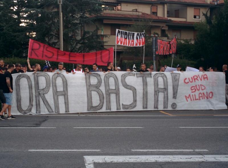 Confusione Milan: i tifosi ad Arcore per protestare contro la dirigenza