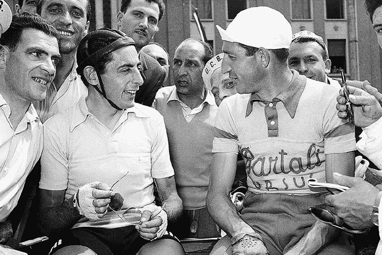 """""""Indro al Giro"""": Cronache sportive dell'Italia strapaesana"""
