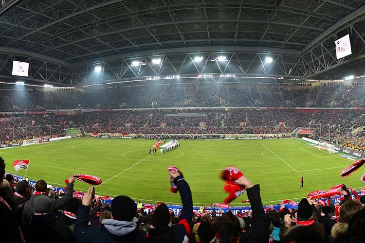 Quanto si riempiono gli stadi in giro per l'Europa? In Italia poco più della metà
