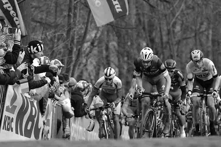 """""""Passaggio al Nord"""", le classiche del ciclismo in una mostra fotografica"""