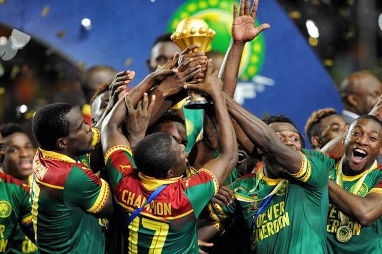 In casa la guerra, in campo la gioia: Forever Cameroon