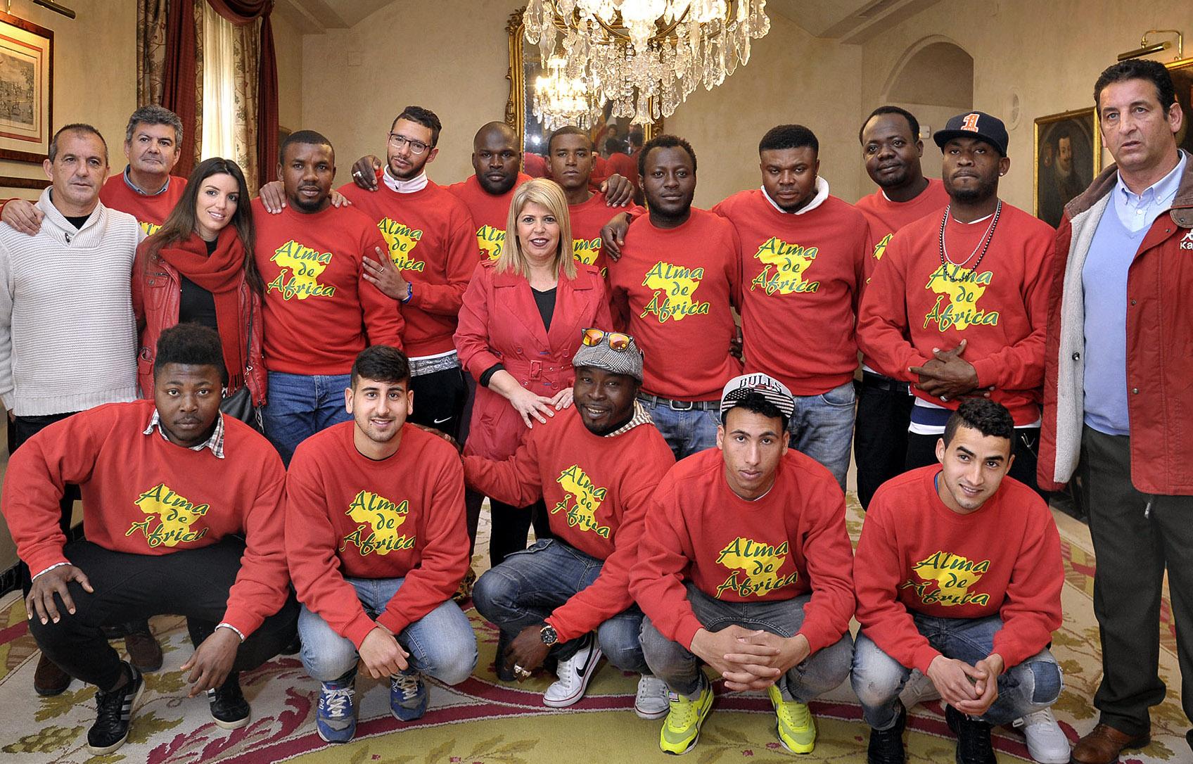 alcaldesa_recibe_equipo_de_futbol_alma_de_africa