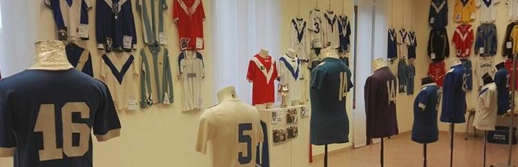 """""""Solo per la maglia"""": la mostra di Rino Morelli a Brindisi"""