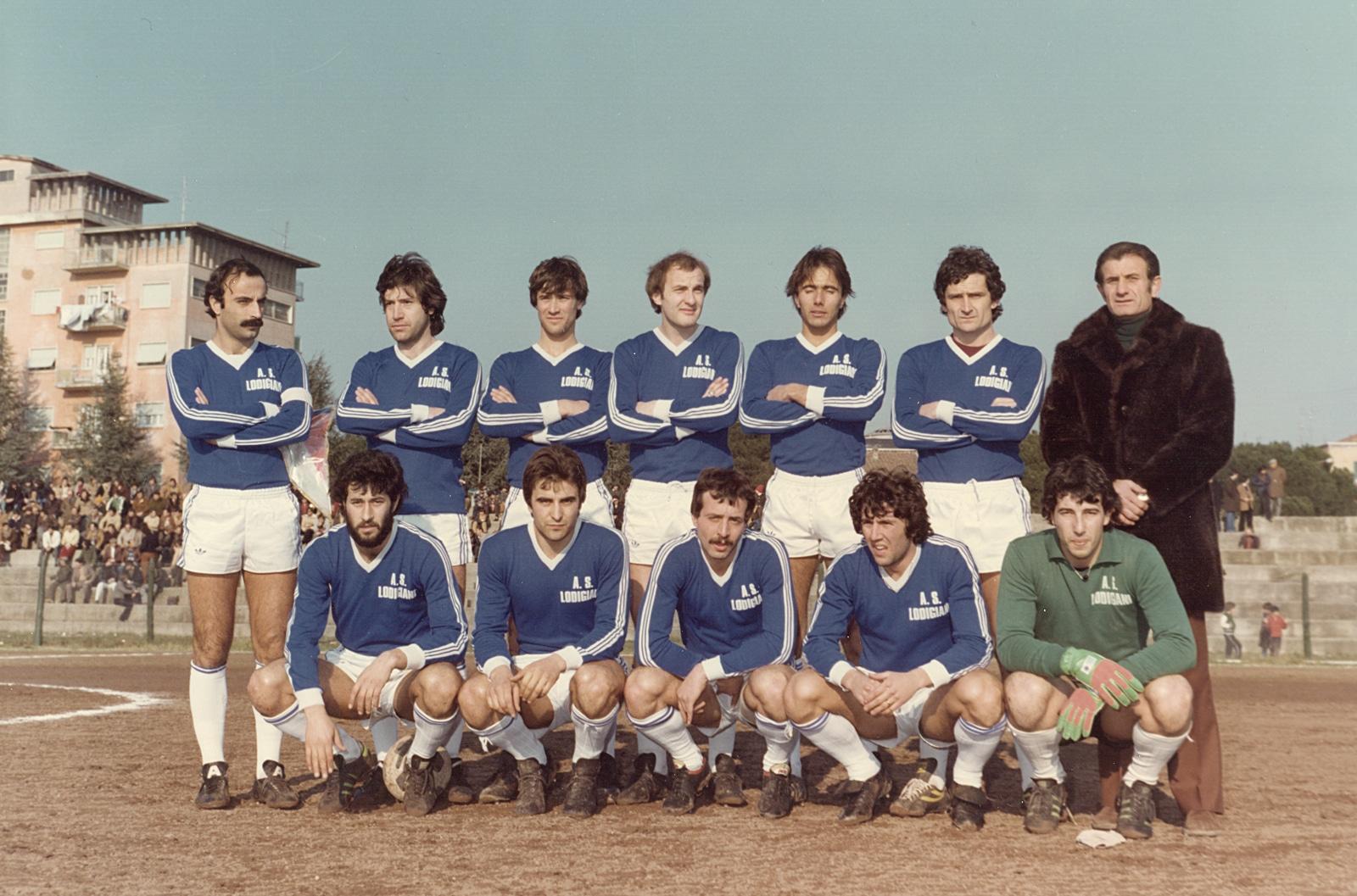 Una formazione della Lodigiani 77-78, in blu. Colore sempre presente nella storia del club