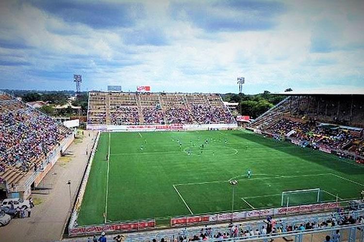 """""""Aiutiamoli a casa loro!"""": la Fifa scivola sull'erba del Continente Nero"""