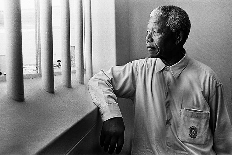 4 Anni senza Madiba: il calcio di Mandela nel carcere dove trascorse 18 anni