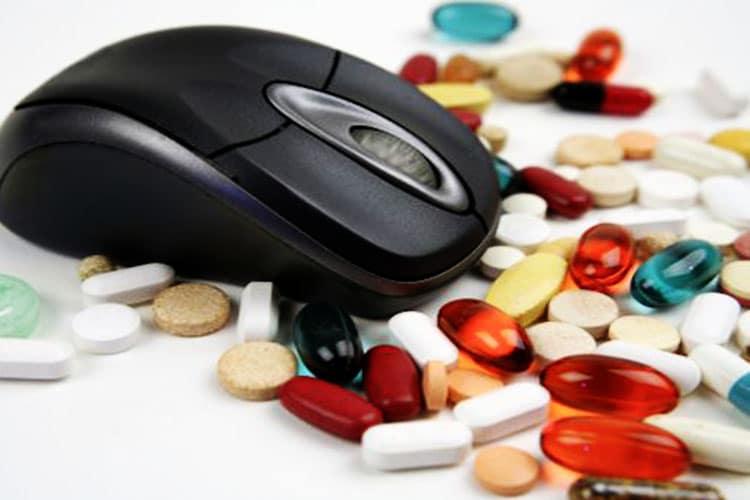 Boom di Integratori su Internet: tutti a caccia delle pillole miracolose. Ma occhio ai rischi