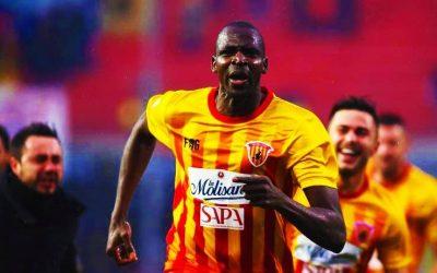 Cheick Diabate, l'eroe-gigante di Benevento in goal contro i pregiudizi grazie all'amore