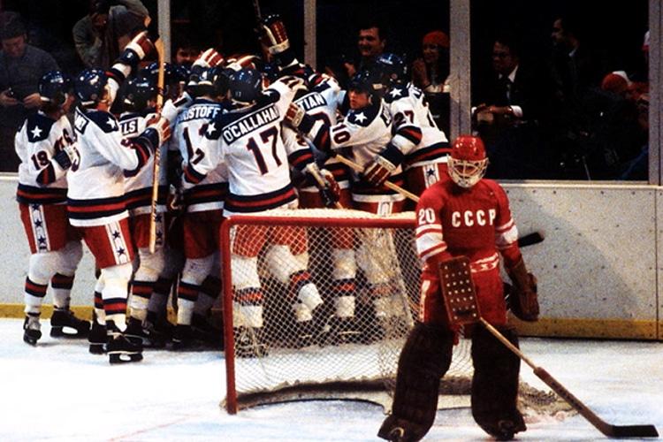 Le Olimpiadi della Guerra Fredda: Mike Eruzione e il Miracolo sul Ghiaccio