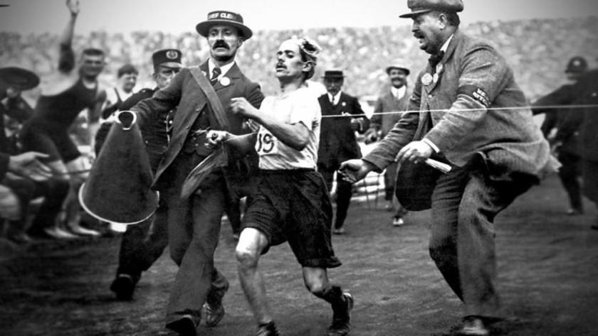 Dorando Pietri, storia dell'atleta che perse (vincendo) le Olimpiadi