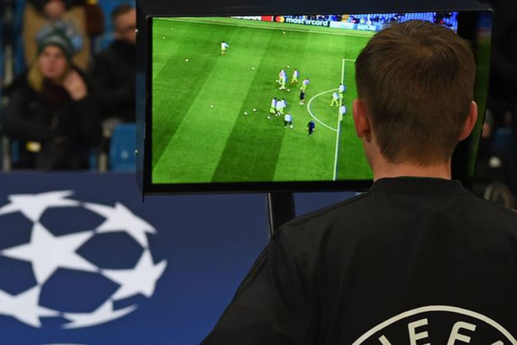 Cosa pensano del Var gli arbitri UEFA